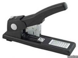 Степлер ВМ.4288 скрепляет 240 листов бумаги