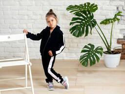 Стильный велюровый костюм для девочки с атласными вставками черного цвета 9-12 лет