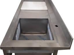 Стол для разделки рыбы с доской, мойкой и отверстием отходов