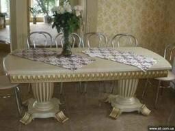 Стол обеденный резной