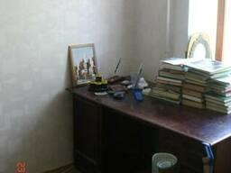 Стол письменный, деревянный, двохтумбовый.