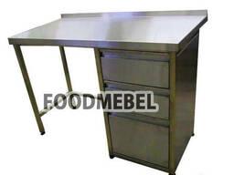Стол с ящиками для установки холодильника в кофейне