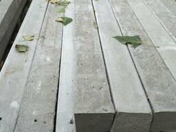 Столбики бетонные 2, 25м армированные для ограждения.