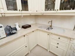 Кухонная столешница каменная. Стол из камня на кухню гранит мрамор кварц