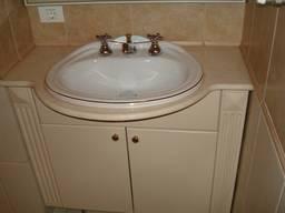 Столешница в ванную из натурального камня. Мрамор. Гранит.