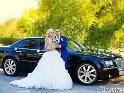 Свадебный автомобиль Крайслер, заказать лимузин на свадьбу