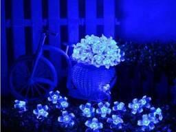 Светодиодная гирлянда на солнечной батарее Лютики синий