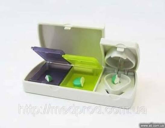 Таблетница футляр контейнер для таблеток с ножом для деления