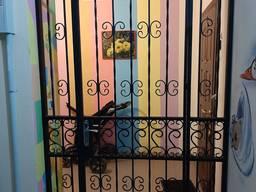 Тамбура, бронированные двери (под ключ, без посредников).