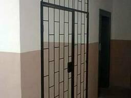 Тамбурные перегородки, решетки на двери, дверь решетка