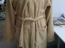 Бежевый махровый халат ворот шаль