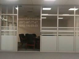 Тонировка офисных перегородок по индивидуальному дизайну