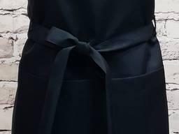Тонкий черный фартук на завязках с петельками