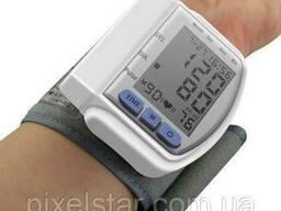 Тонометр для измерения артериального давления на запястье. ..