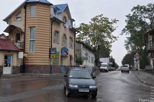 Торговый центр в проходной части г. Косов Карпаты