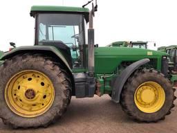 Трактор колісний JOHN DEERE 8200