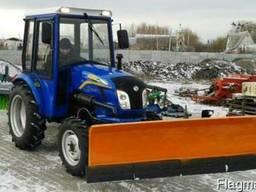 Трактор коммунальный ДонгФенг-244 с кабиной, отвалом и щетко