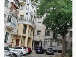 Трехэтажное фасадное здание 682 кв. м. по ул. Канатная