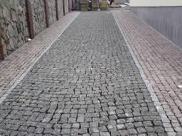 Колотая тротуарная плитка из гранита