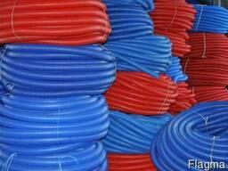 Труба защитная гофрированная. Труба пешель синяя и красная