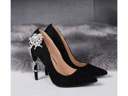 Туфли лодочки с шикарным украшением