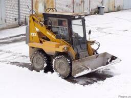 Уборка снега спецтехникой типа вовсат.