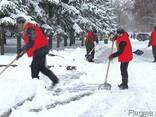 Уборка снега вручную - фото 1