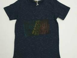 Удлиненная подростковая футболка для мальчика темно синего цвета с надписью 3 D