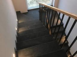 Укладка и отделка ковролином лестничных ступеней бетонной лестницы