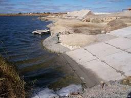 Укрепление берегов и склонов георешеткой, сеткой, камнем