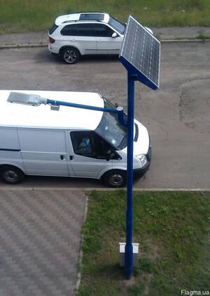 Уличный столб на солнечных батареях, с LED-светильником