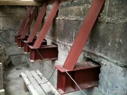 Усиление ветхих строений металлоконструкциями.