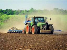 Услуги по обработке почвы: вспашка, дисковка и культивация.