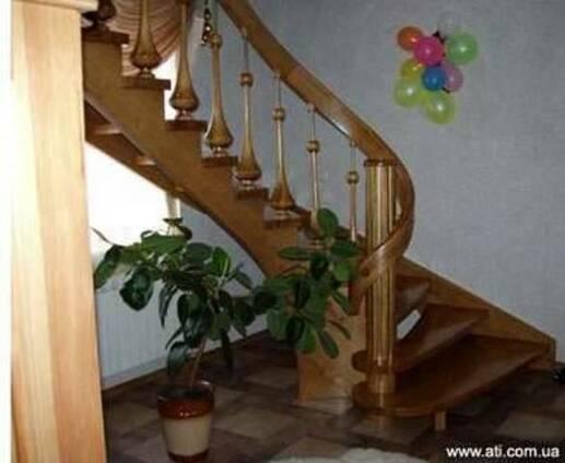 Установка и обшивка лестниц деревом.