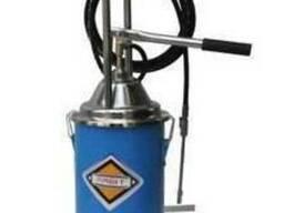 Утановка для раздачи консистентных смазок с ручным приводом.