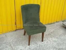 Велюровые б/у стулья-кресла в кафе-бар