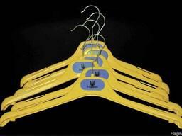 Вешалки плечики в национальных цветах - фото 1