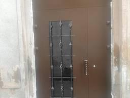 Входные бронированные двери (парадная, тамбур)