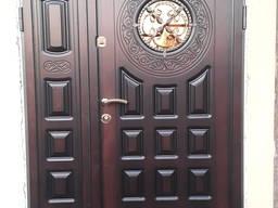 Входные двери в парадную, тамбур