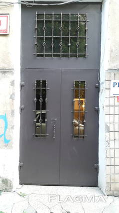 Входные бронированные двери (парадная, тамбур) под ключ