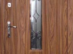 Входные металлические двери.