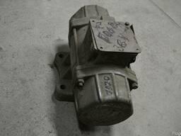 Вібродвигун ИВ104А-2