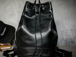 Вместительный мужской рюкзак на шнурках