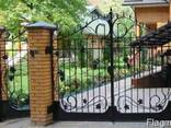 Ворота, огорожі, двері, оградки. - фото 1