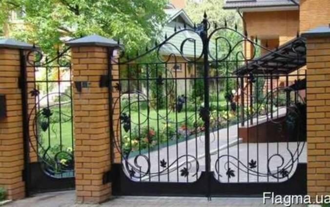 Ворота, огорожі, двері, оградки.