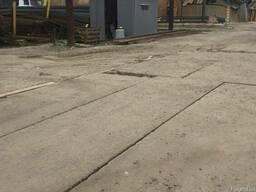 Выполняем работы по укладке плиты дорожной и аэродромной