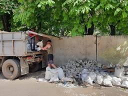 Вывоз мусора, веток. Доставка сыпучих материалов.