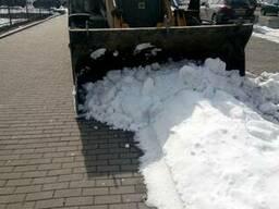 Вывоз снега Киев. Погрузка снега Киев. Уборка снега в Киеве.