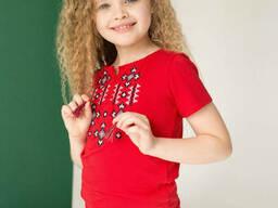 Яркая вышитая футболка для девочки в красном цвете «Звездное сияние на красном» 134