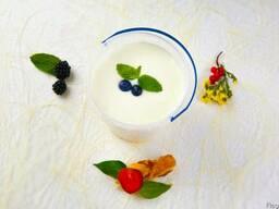Йогурты салатный, персиковы, клубничный 2,5%